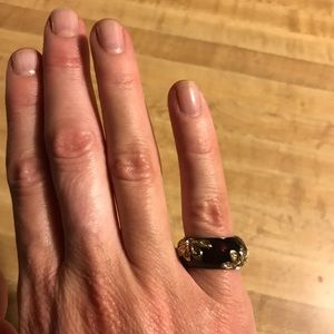 Jewelry - Small sized costume jewelry ring. Gold flowers.